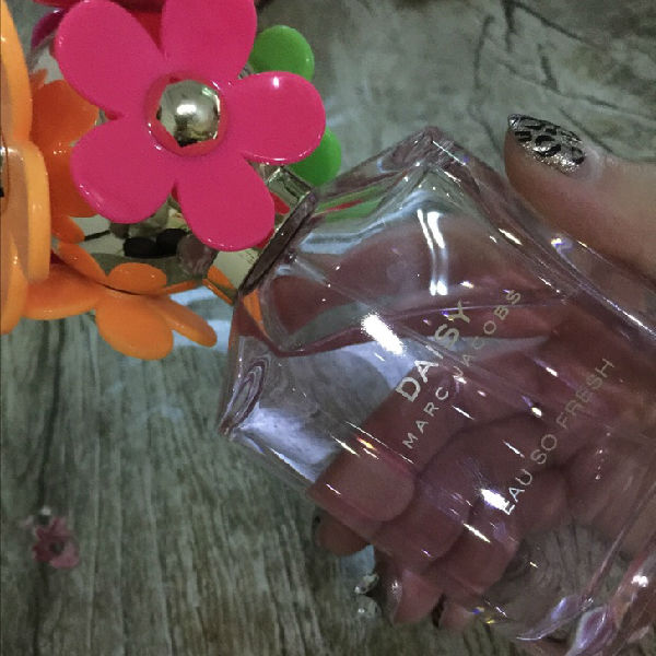 MJ家的小雏菊是很受欢迎的香水,不同味道的小雏菊小仟都喜欢.这