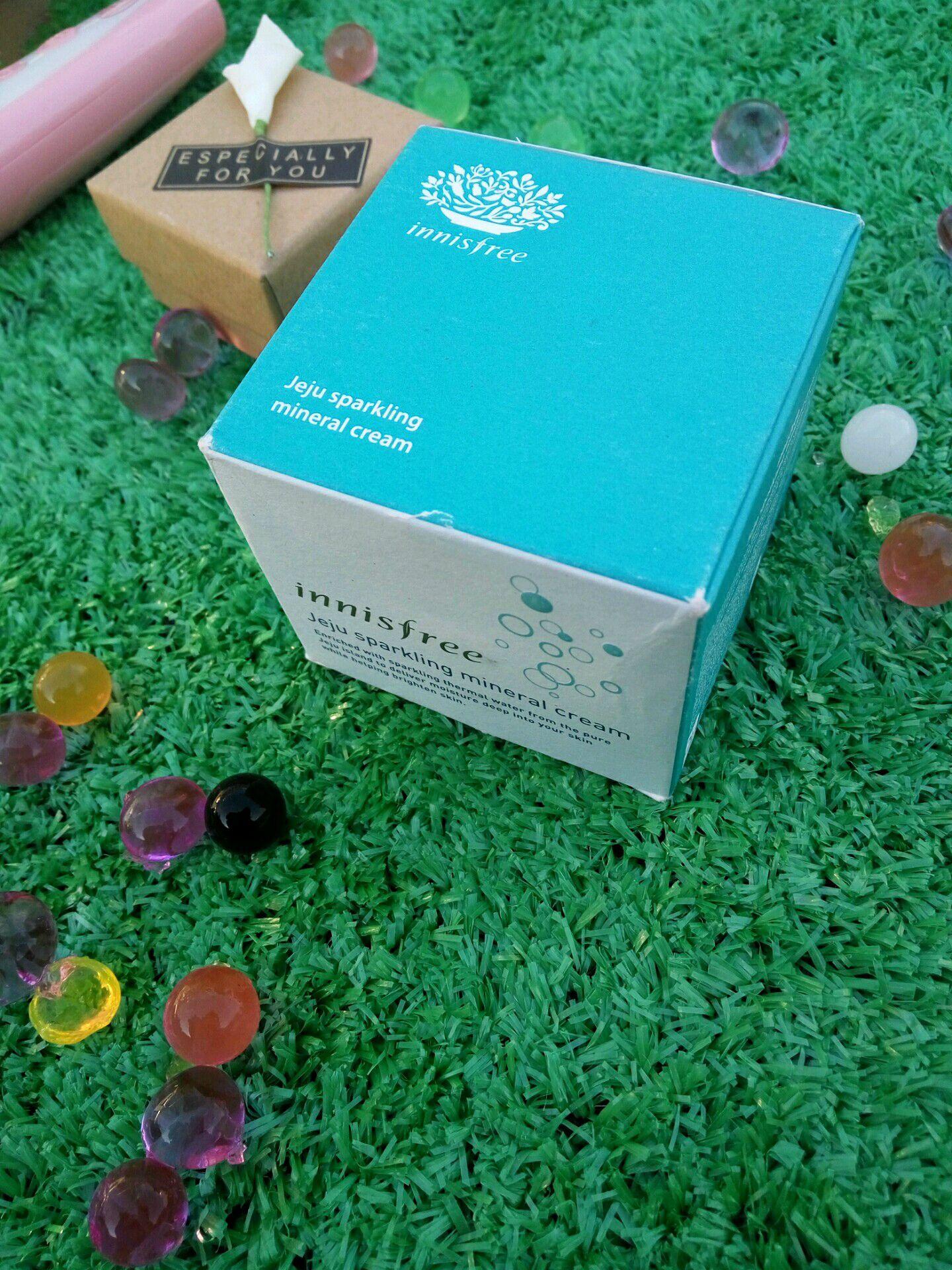 悦诗风吟济州岛温泉水系列的产品包装都是以淡蓝色