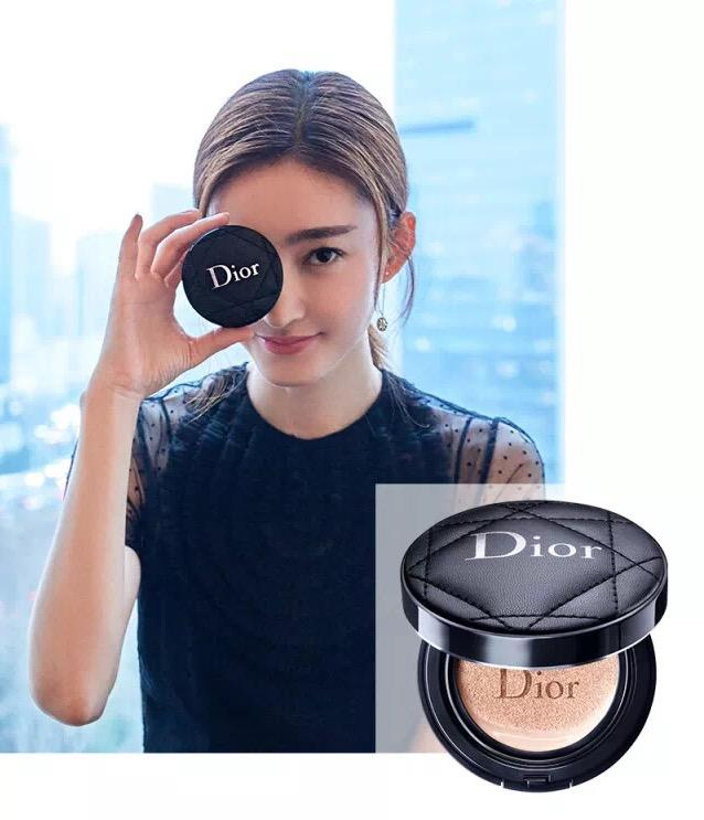 几十斤重的化妆包该丢掉了,Dior迪奥x王丽坤告诉你出门带什么