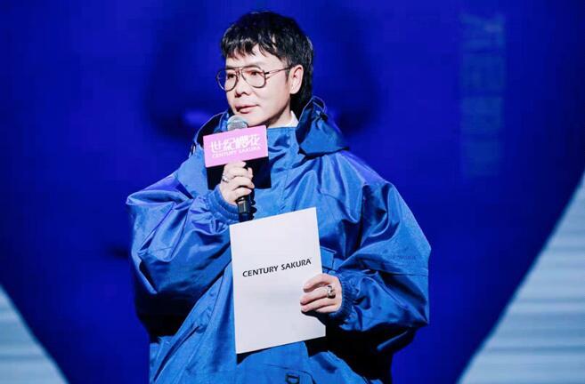 【蜗牛棋牌】时尚教父TONY先生携手春晓老师,出席深圳励志演说盛典